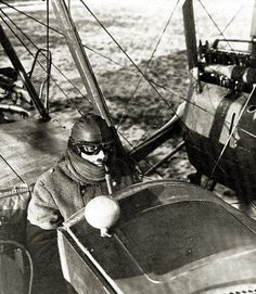Steampunk aviator - Gotha G V pilot using oxygen respirator apparatus. World War One, First World, Ww1 Pictures, Flying Ace, Vintage Airplanes, Military Aircraft, Zeppelin, Wwii, National Archives