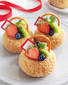 Image may contain: food Fancy Desserts, Sweet Desserts, Sweet Recipes, Delicious Desserts, Dessert Recipes, Yummy Food, Eclairs, Profiteroles, Choux Pastry