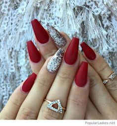 Red matte nails with some glitter - christmas nails - Nageldesign Red Matte Nails, Matte Acrylic Nails, Blue Nails, Burgundy Nails, Red And Silver Nails, Red Nails With Glitter, Burgundy Colour, Red Manicure, Red Sparkle Nails