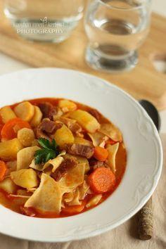 ...konyhán innen - kerten túl...: Lebbencsleves Ratatouille, Thai Red Curry, Sweet Potato, Soup, Vegetables, Ethnic Recipes, Drinks, Drinking, Beverages