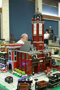 Lego City Fire Station, Doll House For Boys, Big Lego, Lego Fire, City Layout, Lego Display, Lego Boards, Lego Construction, Lego Modular