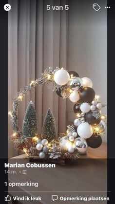 Christmas Pom Pom Crafts, Christmas Candle Decorations, Christmas Flower Arrangements, Diy Christmas Tree, Christmas Wreaths, Christmas Ornaments, Ramadan Decoration, Theme Noel, Christmas Inspiration
