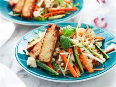 Provlaga en härlig asiatisk glasnudelsallad meed tofu till middag! Här hittar du receptet, besök oss redan idag.