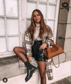 Winter Boots Outfits, Cute Fall Outfits, Winter Fashion Outfits, Autumn Winter Fashion, Outfits Otoño, Short Outfits, Trendy Outfits, Leather Shorts Outfit, Zara Fashion