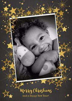 Feestelijke kerstkaart met een eigen foto en vele goudkleurige sterren, verkrijgbaar bij #kaartje2go voor €1,89