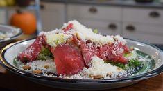 Carpaccion blir mera modern på en salladsbädd. Modern, Food, Italy, Trendy Tree, Meals