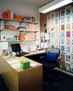 This is a very efficient workable little office.  I like the huge idea board on the wall.  Tiled Design Home Office