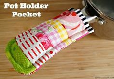 Unless you're extremely lucky, almost everyone knows the horrible sensation when they grab hold of a pot after it's been simmering on the stove. Thankfully, projects like the Scraptacular Pot Holder Pocket exist to prevent injury.