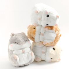 From Alpacasso-maker Amuse comes another set of adorable characters! Here are four adorably round and cuddly hamsters from the Coroham Coron series! Curled up into balls of fluff, you can't help but want to squeeze these cuties - especially their plump little cheeks. The Coroham Coron hamsters now come in jumbo size for the first time. And best of all, it's the perfect size to hug and snuggle with...