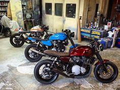 Suzuki 750 Inazuma urban café racer/ Yamaha XJR Tracker / Suzuki 1200 Inazuma radical café racer. #suzukicaferacers #suzukicaferacer #caferacer #suzukiinazuma #suzuki #yamaha #yamahacaferacers #yamahatracker by evolutionmotocycle Suzuki Cafe Racer, Inazuma Cafe Racer, Cafe Racers, Suzuki Gsx 750, Harley Davidson Motorcycles, Custom Motorcycles, Cars And Motorcycles, Brat Bike, Scrambler Motorcycle