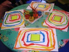Donat un quadrat apegat al mig del full,els xiquets tenen que fer el contorn del quadrat fins que ja no capiguen més.cadascún ha de ser d´un color diferent.
