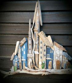 treibholz deko basteln mit naturmaterialien wanddekoration holzkunst driftwood decor tinker with natural materials wall decoration wood art Driftwood Projects, Driftwood Art, Driftwood Ideas, Wood Artwork, Glass Wind Chimes, Beach Wood, Beach Art, Beach Crafts, Weathered Wood
