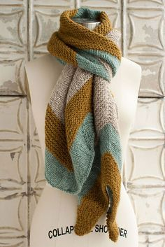 These colours are ridiculously great. herringbone pattern - Ravelry: Blue Bell Hill Scarf pattern by Jocelyn Tunney