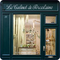 Le Cabinet de Porcelaine, located at 37 rue de Verneuil in Paris, deals exclusively in the porcelain work of Didier Gardillou and Samuel Mazy.