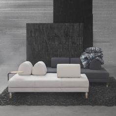 Entdecke das neue coole FLOTTEBO Bettsofa in Beige, Dunkelgrau oder Grün mit Stauraum unter der Sitzfläche. Schau vorbei und lass dich inspirieren.