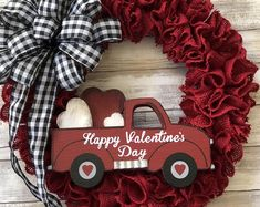 Welcome Wreath-Farmhouse Rustic - San Valentin Regalos Caja Valentine Day Wreaths, Valentines Day Decorations, Valentine Day Crafts, Holiday Wreaths, Happy Valentines Day, Holiday Crafts, Valentine Ideas, Saint Valentin Diy, Valentines Bricolage