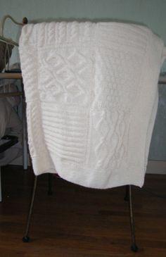 Un plaid à damiers au tricot