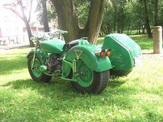 Урал с коляской, цвет зелёный