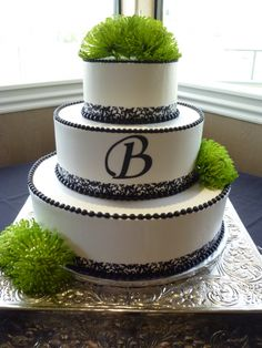 Black and white wedding cake with green mums.