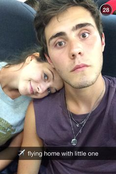 Zalfie (Zoella and Alife Deyes) being cute on a plane, they are relationship goals British Youtubers, Best Youtubers, Zoella Beauty Range, Pointless Blog, Boy Best Friend, Zoe Sugg, Joey Graceffa, Tyler Oakley, Dan And Phil