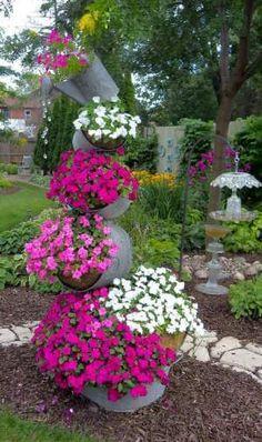 Beautiful pink flowers patio idea