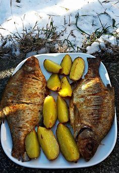 Sütőben sült keszeg Hungarian Desserts, Hungarian Recipes, Fish Soup, Fish Dishes, Pot Roast, Grilling, Food And Drink, Turkey, Cooking Recipes