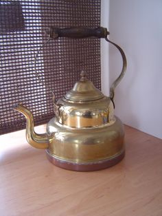 http://de.dawanda.com/product/41260738-Alte-Teekanne-Wasserkessel-aus-Kupfer---Shabby