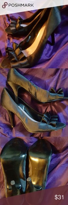 NWOB Tahari fomal stilettos 9.5 Pure sexy ! Formal shoe with 4 inch heel and open toe. Lovely taffeta like fabric period never worn. I will find a shoebox. Leather sole. Tahari Shoes Heels