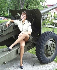 Would you like to join the czech armed forces I love a country that dresses their female soldiers in short skirts. Military Women, Military Police, Army, Police Uniforms, Girls Uniforms, Pin Up, Usa Girls, Female Soldier, Pictures Of People