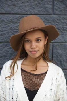 Alisha Boe poses for a modeling portfolio photoshoot in 2015...