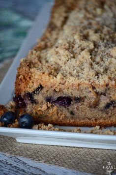 Blueberry banana bread recipe with cinnamon crumb topping Blueberry banana bread recipe with cinnamon crumb topping Bread Maker Recipes, Easy Bread Recipes, Best Dessert Recipes, Easy Desserts, Dessert Ideas, Breakfast Recipes, Healthy Recipes, Best Homemade Bread Recipe, Easy Homemade Recipes