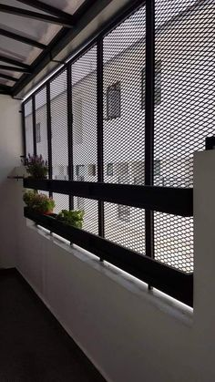 Window Grill Design Modern, Balcony Grill Design, Grill Door Design, Balcony Railing Design, Window Design, Roof Balcony, Casa Petra, Small House Design, Industrial House