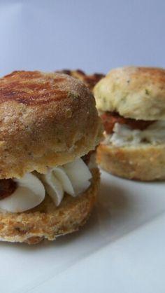 Scone Salmon Burgers, Scones, Ethnic Recipes, Food, Essen, Meals, Yemek, Eten, Buns