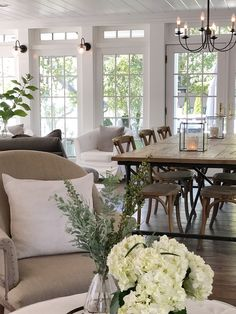 beautiful homes Benjamin Moore Snowfall White Walls, Ceiling and Woodwork Benjamin Moore Snowfall White New England Homes, New Homes, New England Decor, Style At Home, Living Spaces, Living Room, Suites, Luxury Interior Design, Great Rooms