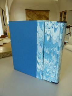 celopapírová knižní vazba s vyztuženými hlavicemi a rohy