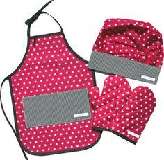 """Für die kleinen Chef de Cuisines! Das """"must-have"""" Accessoire für die Spielküche.   Mit Kochhut, Schürze und Handschuhe sind die Kleinen bestens ausgestattet für die Spielküche oder um Mami oder Papi beim Backen oder Kochen zu helfen."""