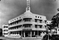 Miami wouldn't be the picturesque city we know today without the trailblazing of these five notable architects. Miami Beach, Essex Homes, Miami Dade County, Statue Of Liberty, Art Deco, Florida, History, Architecture, Street