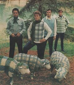 Men who wear plaid - better than a sheep. @boredpanda [ 1970s Men's Fashion You Can't Unsee ] #wtf