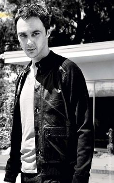 wat. WHAT? This is Jim Parsons, aka Sheldon Cooper. WHO KNEW HE COULD BE SO HOT????