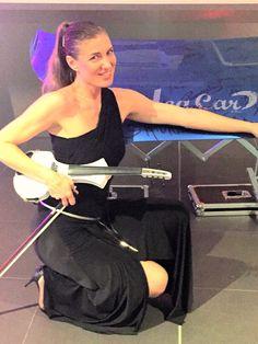@elsamartignoni ready to play #hyundai #car #leacar #fashion #violinist #event #top #love #music #violin #electricviolin #cantini @cantini