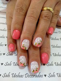 Não há como não gostar de rosas. E o nosso amor por esta flor também é revelado nas unhas decoradas. As unhas decoradas com rosas são bonitas e delicadas, além de serem elegantes. Você pode trabalhar as rosas em suas unhas de diferentes maneiras. Veja os exemplos abaixo! Rosas na filha Única Desenho de rosas… Cute Pink Nails, Fancy Nails, Pretty Nails, Prom Nails, My Nails, Nails Decoradas, Short Nails Art, Pink Nail Designs, Flower Nails