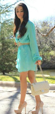 Cómo combinar vestido verde menta con color nude