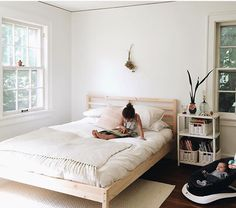 Via mamawatters - nice bright bedroom