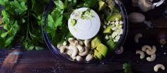 Aïoli vert : avocat, cajou, persil. - Cook'n Focus - Parfois laboratoire, parfois atelier photo, dans ce blog, la cuisine se conjugue à toutes les modes. Plats de tous les jours, traditionnels ou cosmopolites, amuse-bouche ou desserts, mais toujours avec une pincée de pixels.