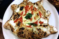La pizzeria Maria Marì è la prima pizzeria napoletana verace a Giugliano, opera del pizzaiolo Enzo Sannino #pizzeria #napoli #pizza #ripieno
