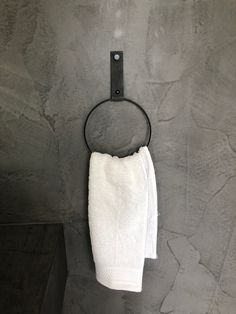 Leather towel ring - Handles and More leather towel ring - Leather Towel Ring – White, black, green or yellow? There is a choice of 26 leather c - Bathroom Inspiration, Interior Inspiration, Black White Bathrooms, Grill Accessories, Kitchen Carpet, California Style, Future Fashion, Towel Holder, Makeup Tools