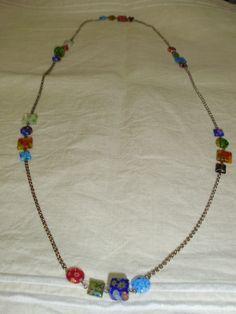 Collar de cadena de plata y cuentas de cristal