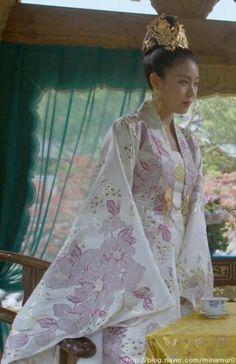 Korean Traditional Dress, Traditional Fashion, Traditional Dresses, Dong Yi, Ha Ji Won, Ji Chang Wook, Hanfu, Korean Beauty, Korean Drama
