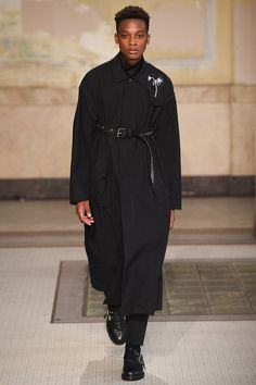 See the complete Damir Doma Spring 2017 Menswear collection.