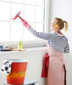 Ikkunanpesu onnistuu, kun käytät astianpesuainetta tai etikkaa ja hommaat kunnon lastan. Kurkkaa parhaat ikkunanpesuvinkit ja kääri hihat! Bokashi, Some Ideas, Cleaning, Diy, Bricolage, Home Cleaning, Handyman Projects, Do It Yourself, Diys
